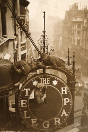 The Telegraph clock is dismantled before the refurbishment of the paper's Fleet Street HQ, 1930
