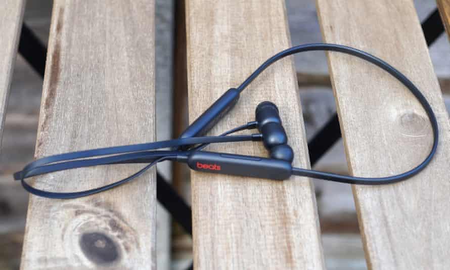Beats Flex review - Bluetooth earbuds