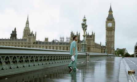 An empty Westminster Bridge, London, at the beginning of 28 Days Later.
