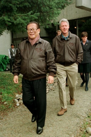 <strong>Canada 1997:</strong> Chinese President Jiang Zemin (left) and US President Bill Clinton wearing leather bomber jackets.