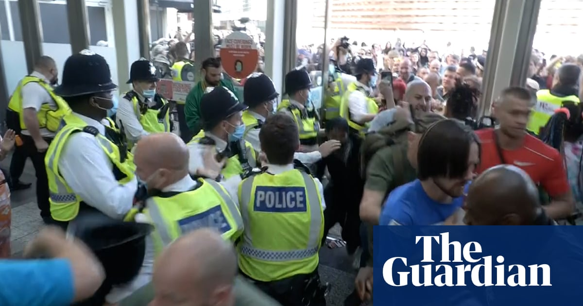 Anti-vaccine protesters temporarily close Westfield shopping centre in London – video