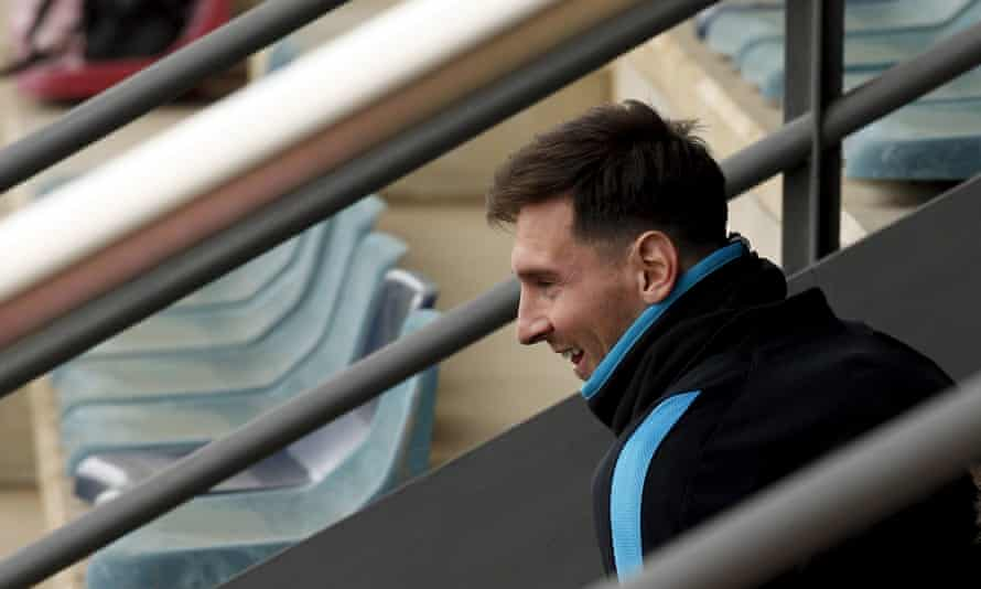 Lionel Messi gets in the mood for Barcelona training.
