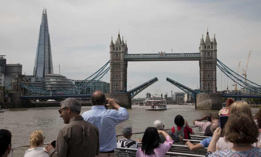 A cruise down the Thames