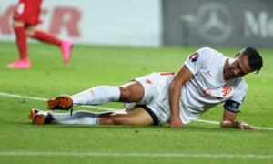 Robin van Persie's frustration shows in Holland's Euro 2016 qualifier against Turkey