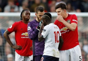 Manchester United's Harry Maguire and David de Gea remonstrate with Liverpool's Sadio Mane.