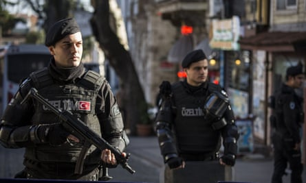 Turkish police seal off the area around Sultanahmet Square following the attack