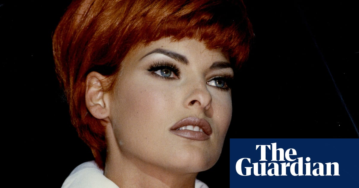 Linda Evangelista says she is 'deformed' after cosmetic treatment