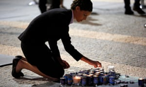 An Israeli woman lights a memorial candle for Shimon Peres as she pays her respects at the Knesset