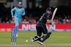 New Zealand batted first, with Henry Nicholls in an opening partnership with Martin Guptill