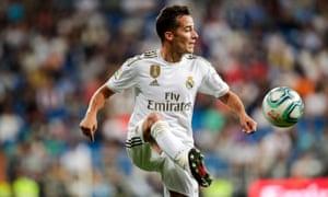 Lucas Vázquez controls the ball