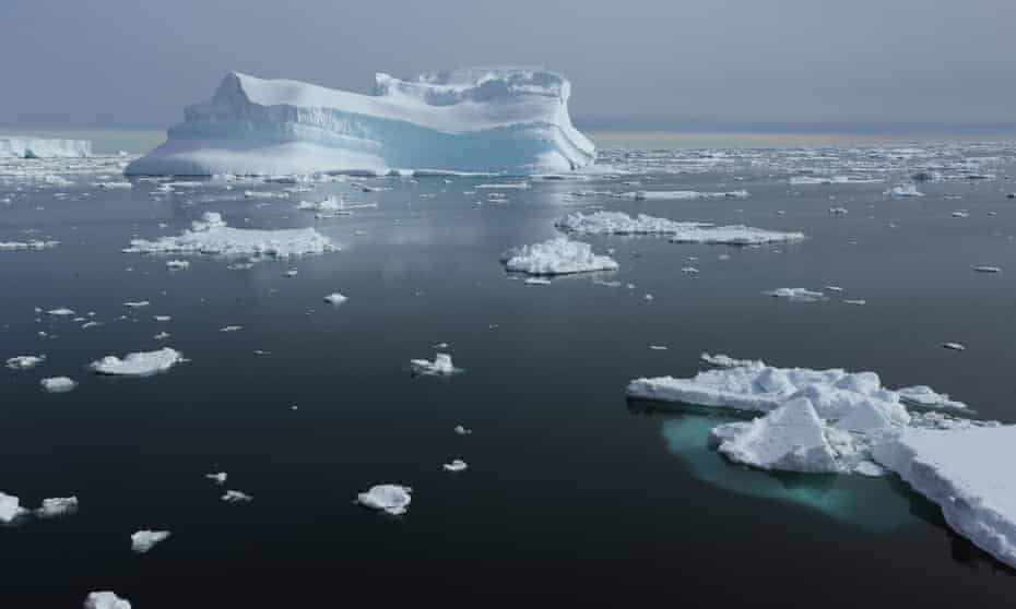 Giant icebergs in the Southern Ocean