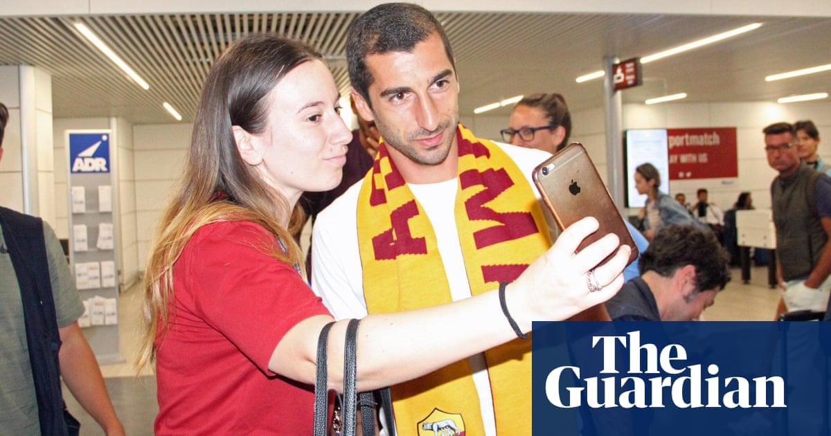 Arsenal's Henrikh Mkhitaryan joins Roma in loan with option to buy