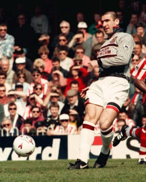 Eric Cantona plays a pass during a miserable first half for United.