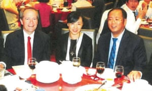Bill Shorten and Huang Xiangmo (right) at a fundraising dinner in March 2015