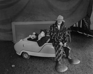 Tommy 'Professor Grimble' Fossett at Chipperfields Circus in 1973. Fossett was a juggler, musician, trapeze artist, unicyclist and Auguste clown.
