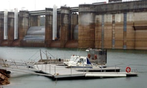 Sydney dam levels plummeting as desalination plant stalls