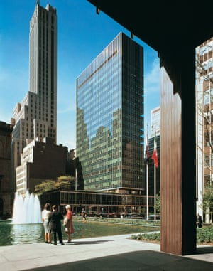 View of the Lever House by Gordon Bunshaft of Skidmore, Owings & Merrill, New York, 1959