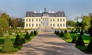 The Chateau Louis XIV has fountains that can be controlled by iPhone