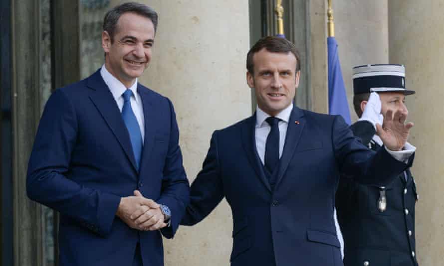 The prime minister of Greece, Kyriakos Mitsotakis, with Emmanuel Macron in Paris