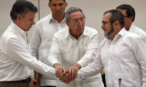 Cuban President Raul Castro (C), Colombian President Juan Manuel Santos (L) and the head of the FARC guerrilla Timoleon Jimenez, aka Timochenko (R), shake hands during a meeting in Havana on September 23, 2015.