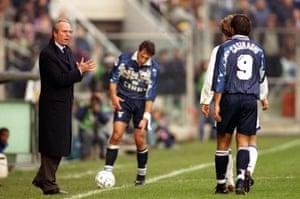 Sven-Göran Eriksson encourages his players in 1998.