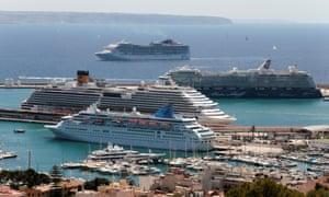 A cruise ship arrives to port in Palma de Mallorca