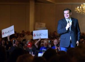Ted Cruz speaks at a rally in Glen Ellyn, Illinois.