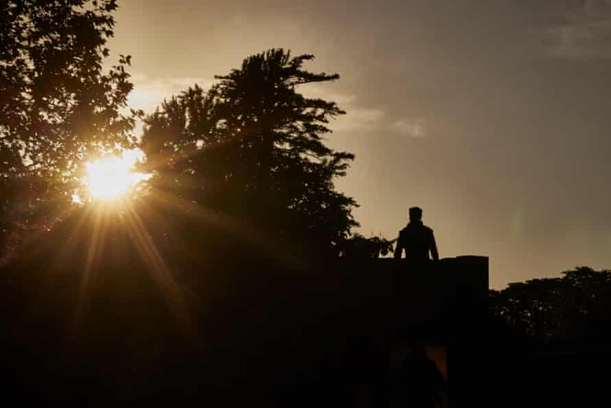 Ronnie Yorke as Macbeth against the setting sun at King's Ely.