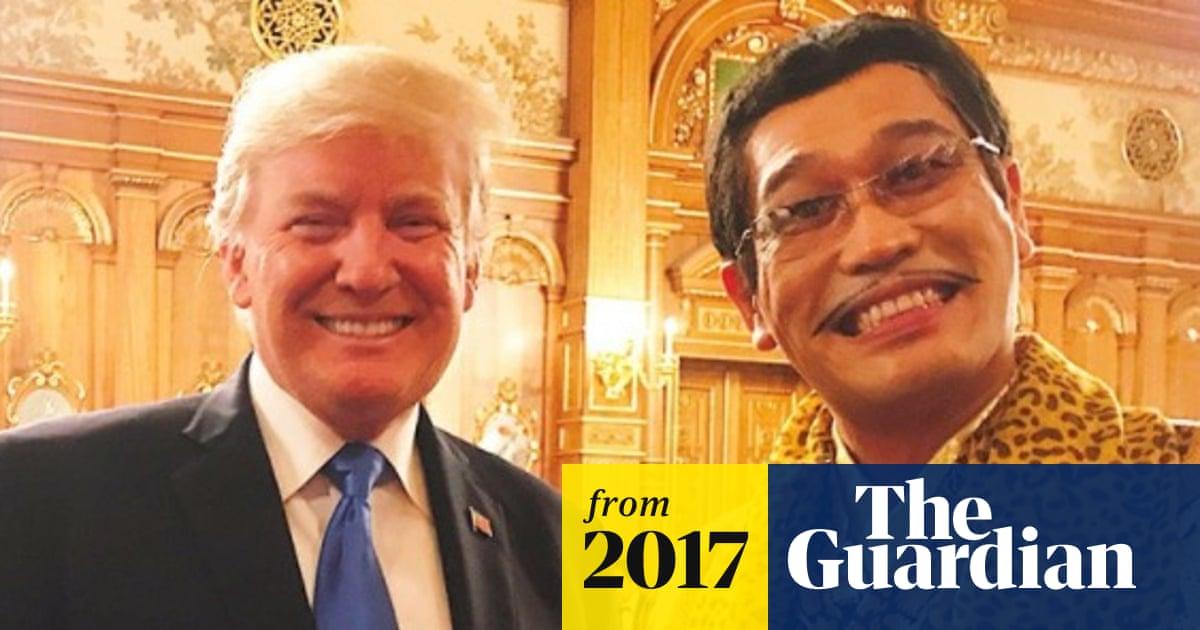 Pen-Pineapple-Apple-President: Donald Trump meets Pikotaro