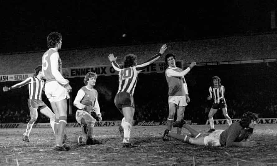 Sheffield Wednesday goalscorer John Lowey celebrates at Filbert Street while David O'Leary, Willie Young, Frank Stapleton and Pat Jennings look dejected.