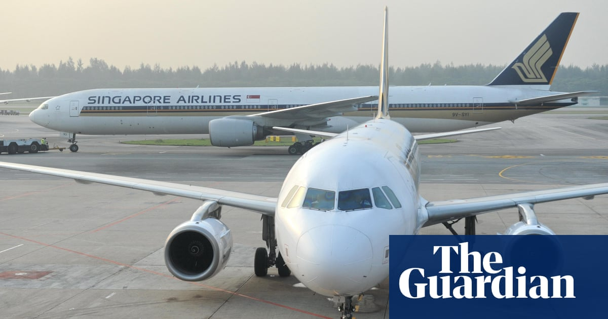 Singapore Airlines jet plunges 4,000m after losing power in both ...