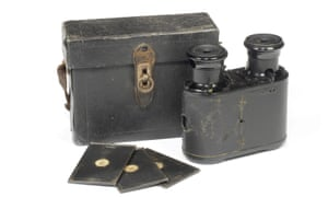 Pretend you're not surreptitiously taking pictures of someone, instead just surreptitiously watching them from a distance... This Le Physiographe camera was made in 1896 and patented in both Britain and France.