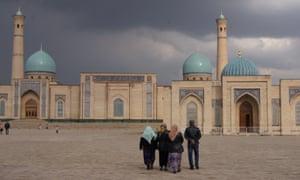 Tashkent's Khast Imam Square, with the Teleshayakh mosque