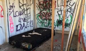 The grubby, vandalized ruin evokes a low-budget hipster Ozymandias.