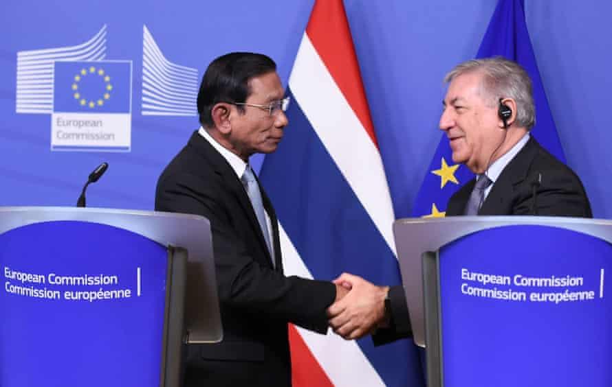 Chatchai Sarikulya, Thailand's deputy prime minister, with Karmenu Vella, the EU commissioner for maritime affairs and fisheries