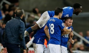 Everton celebrate after Tom Cleverley's last-gasp win.