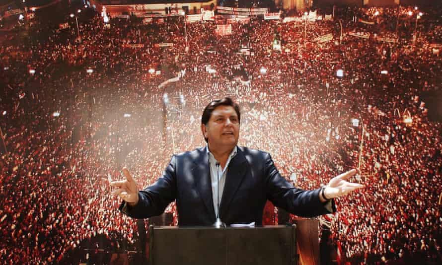 Alan García as presidential candidate in Lima, 2006.