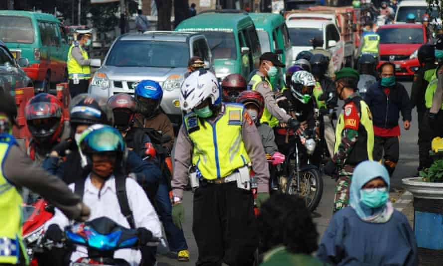 Indonesian police check on motorists amid fears many will try to breach a travel ban and go to their home towns to mark Eid al-Fitr this weekend.