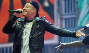 Macklemore at the 2015 MTV EMAs