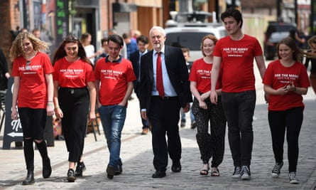 Jeremy Corbyn with Labour supporters in Hull
