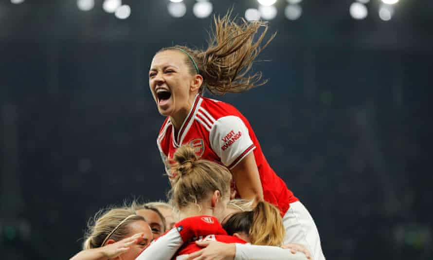 Katie Mccabe celebrates as Vivianne Miedema of Arsenal Women scores the second goal.