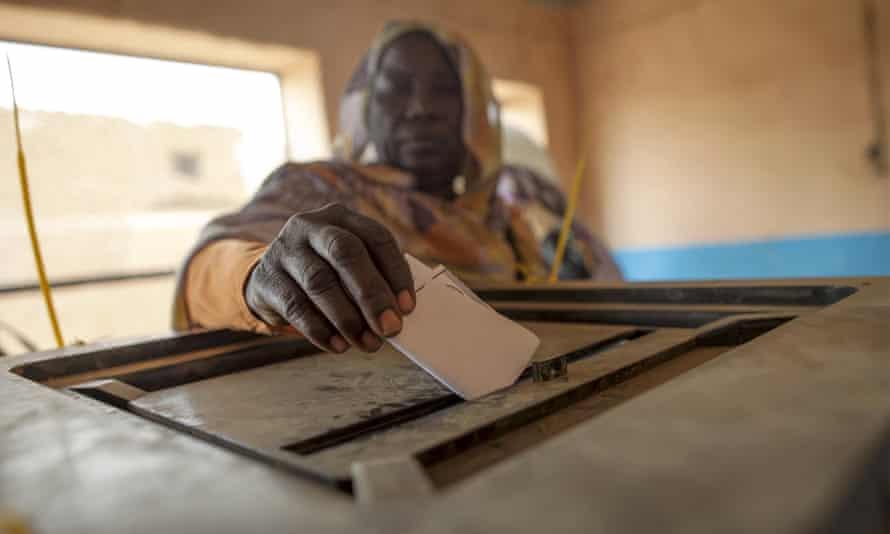 A woman casts her ballot during Darfur's referendum.