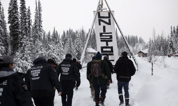 Pipeline battle puts focus on Canada's disputed right to use