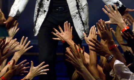 WILL SMITHAdoring fans of Will Smith reach their hands out to him during the live broadcast of the MTV Video Awards in New York, Thursday, Sept. 9, 1999. (AP Photo/Ron Frehm)