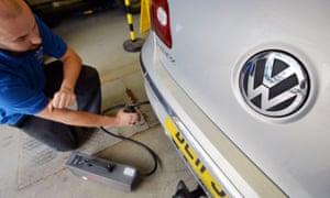 Man testing VW car