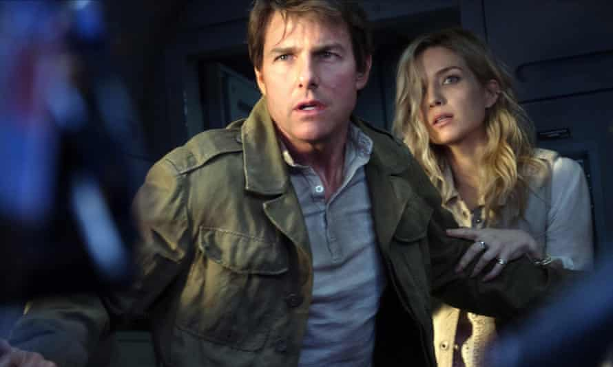 Tom Cruise and Annabelle Wallis in The Mummy.