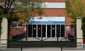 The nurse, infected by a patient who died after being bitten in Castilla-Léon, is in isolation at Madrid's Carlos III hospital.