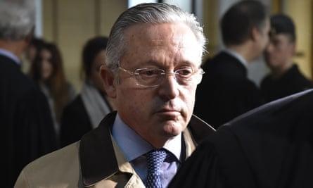 Guy Wildenstein leaves court in Paris