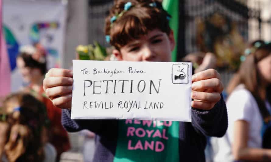 Simeon with rewilding petition outside Buckingham Palace