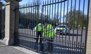 Gates to Greenwich Park shut